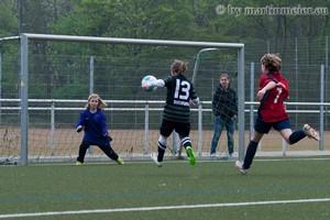 Jenny gegen den Rest der Welt - VfL Keeperin Jenny Maier wehrte sich bravourös gegen die Duisburger Angriffe