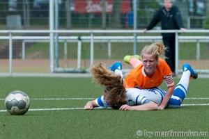 Catch me if you can - Lena van den Berg(FCR) legt Lisanne Grusa(MSV) elfemeterreif, doch der Pfiff bleibt aus