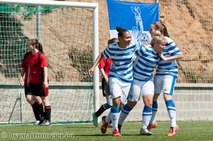 Kurz vor Toresschluss - Kurz vor dem Ende der Halbfinalpartie gegen den BV Rübenach erzielte Jalila Benahmed(MItte) das entscheidende 1:0 für den MSV Duisburg