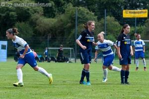 Da schlägt´s 13 - Chantal Schmitz(MSV) lässt nach ihrem Treffer zum 1:0 ein paar enttäuschte Freudenberger Gesichter zurück