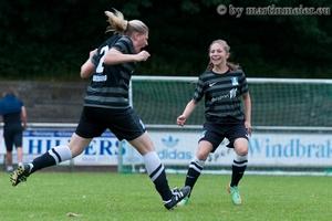 Treffer versenkt - Lisa Arend trifft zum wichtigen 2:0 gegen den FC Rhade