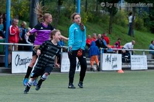 Celebrate youth! - Sophie Schapals(MSV) dreht nach dem Siegtreffer zum 2:1 gegen die DJK Sparta Bilk II jubelnd ab