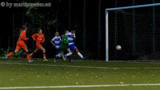 Das geht ja gut los - Pary Anna Arbab-Zadeh(MSV) drückt den Ball zum 1:1 Ausgleich über die Linie