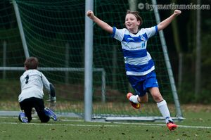 Ena Mahmutovic bejubelt die 1:0 Führung für die Zebras
