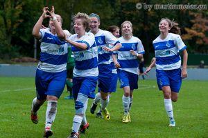 Fußball mit Herz - Quergestreifte Glückseeligkeit an der Mündelheimer Straße