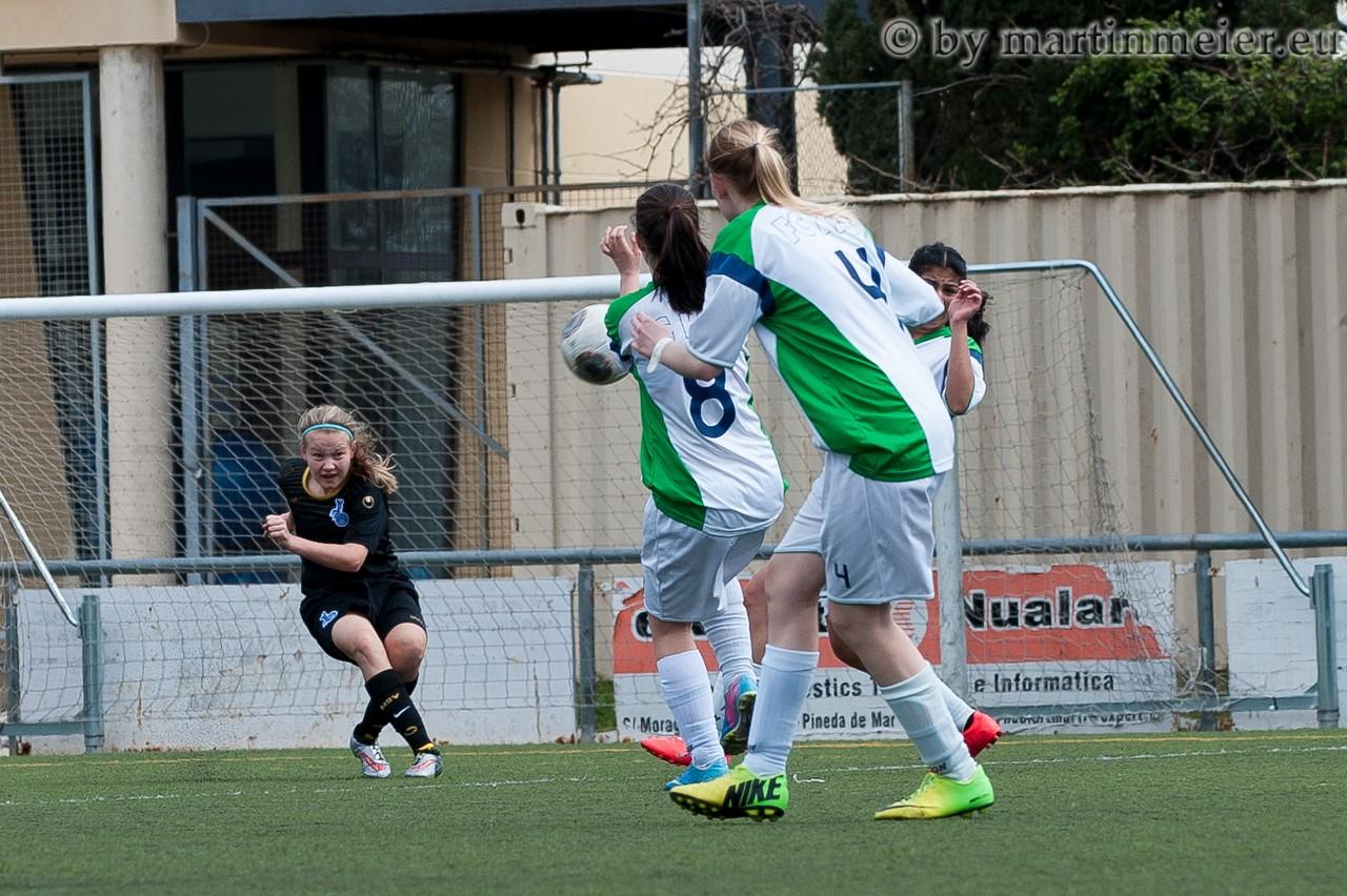 Klassetor - Michelle Sinz(MSV) trifft gegen den FC Kray per Bogenlampe zum vielumjubelten 1:0