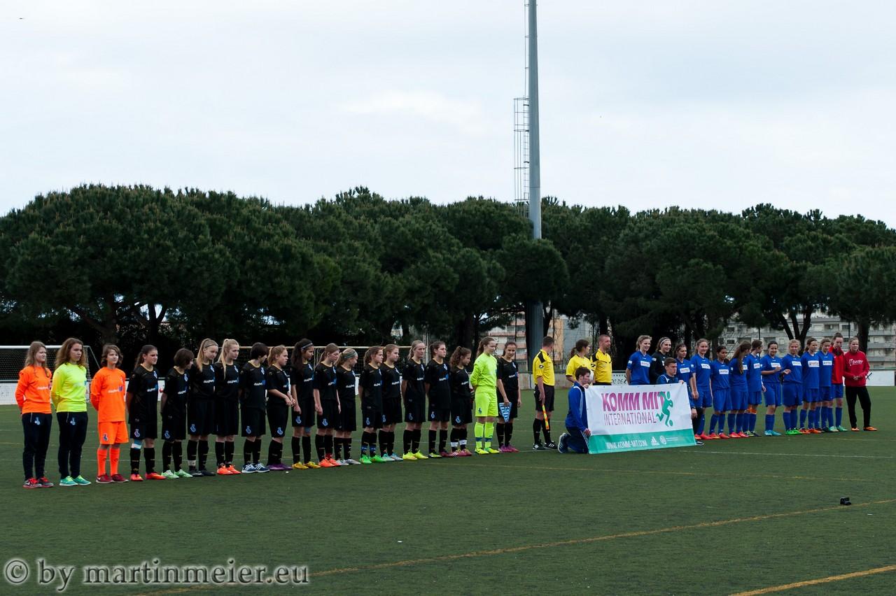 Es ist angerichtet - Die Teams des MSV Duisburg und der MSG Bad Vilbel II werden vor dem Finale präsentiert
