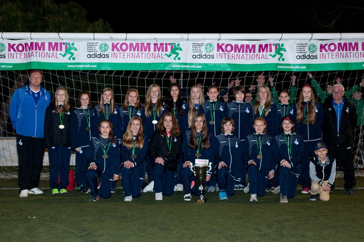 Starke Truppe - Die U15 des MSV Duisburg freutr sich über den 2. Platz bei der Trofeo Mediterráneo 2015