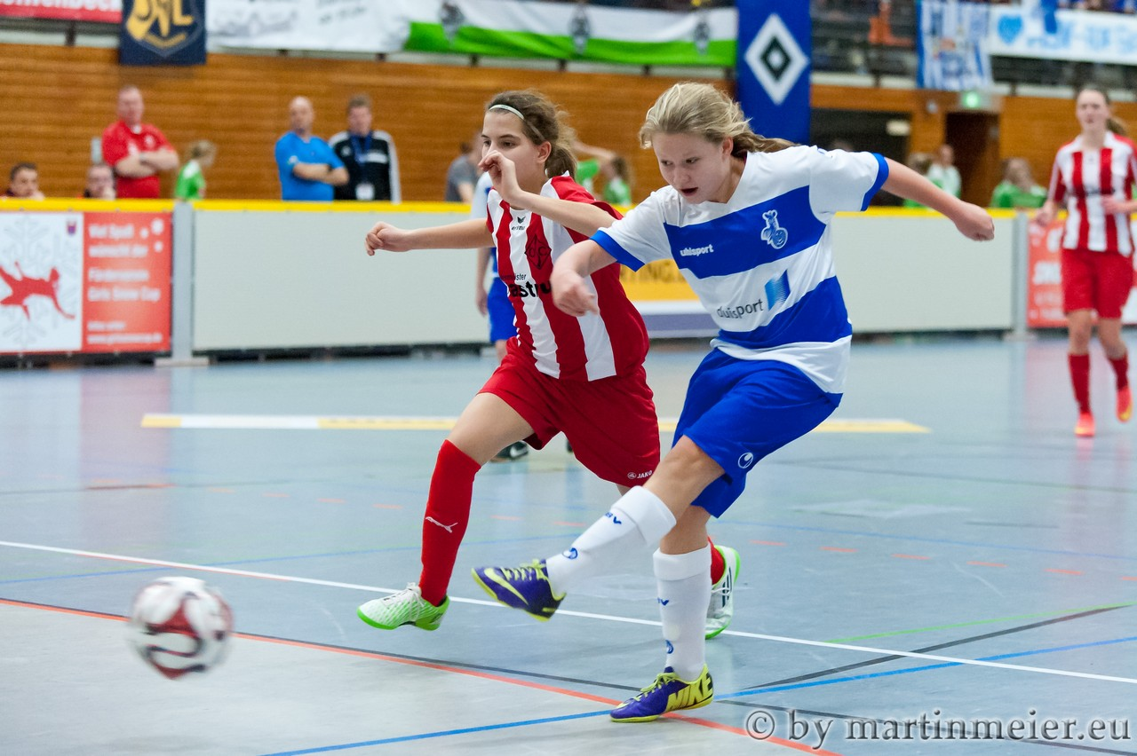 """Let´s twist again! - Michelle Sinz(MSV) sorgt mit ihrem Treffer zum 2:2 für den traditionellen """"Zebratwist"""" als Toreinspieler"""