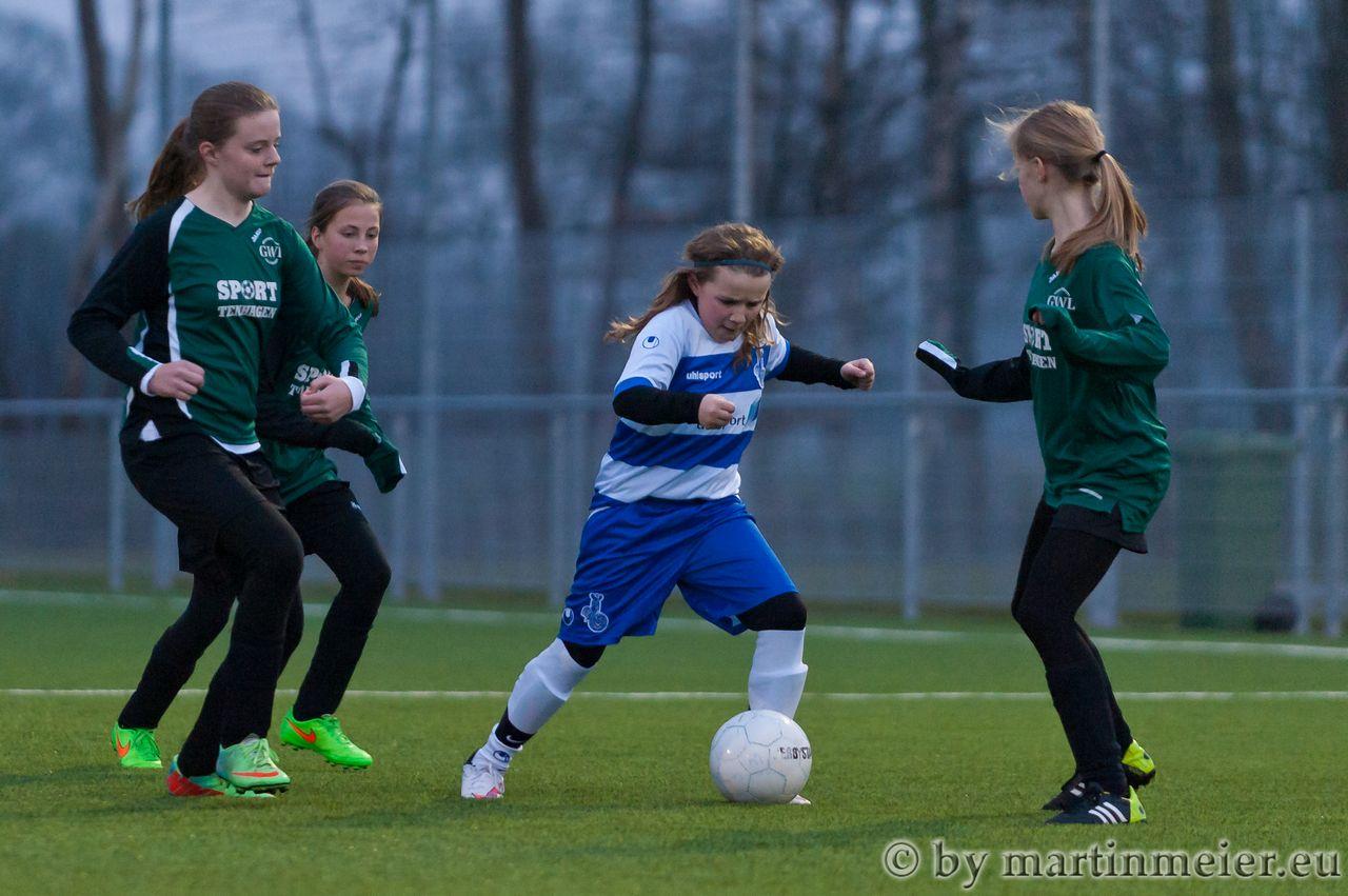 Umzingelt - Hannah Vogel muss sich gegen drei Gegenspielerinnen erwehren