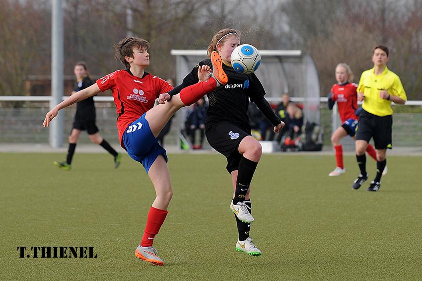 Und hoch das Bein - Gefährliches Spiel gegen Jil Thienel(MSV)