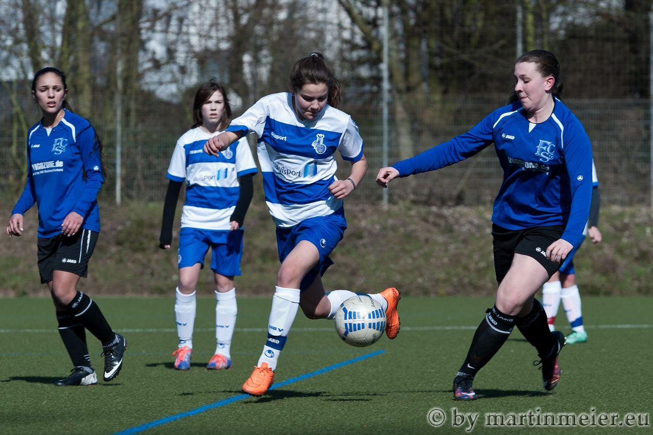 Ab zur Führung - Inga Dombrowski erzielte das 1:0 für den MSV