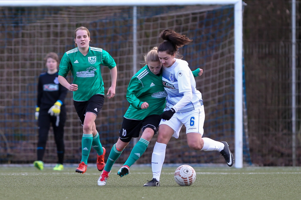 Capitano - Ex-Duisburgerin Lisanne grusa(SVW) im Zweikampf mit Sabiha Uyaner(MSV)