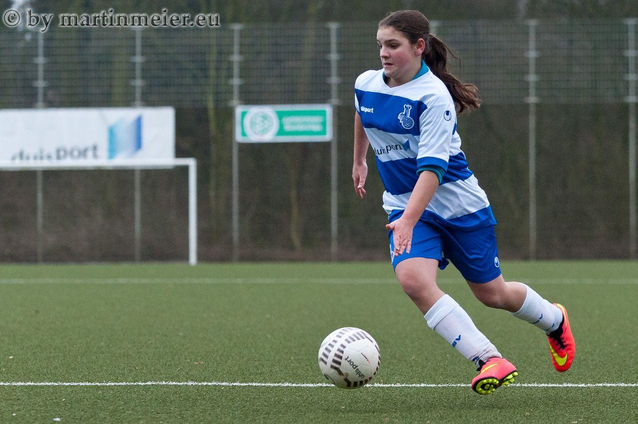 Umgebogen - Sara Jacek(MSV) markierte 13 Minuten vor dem Ende der Partie den 3:2 Führungstreffer