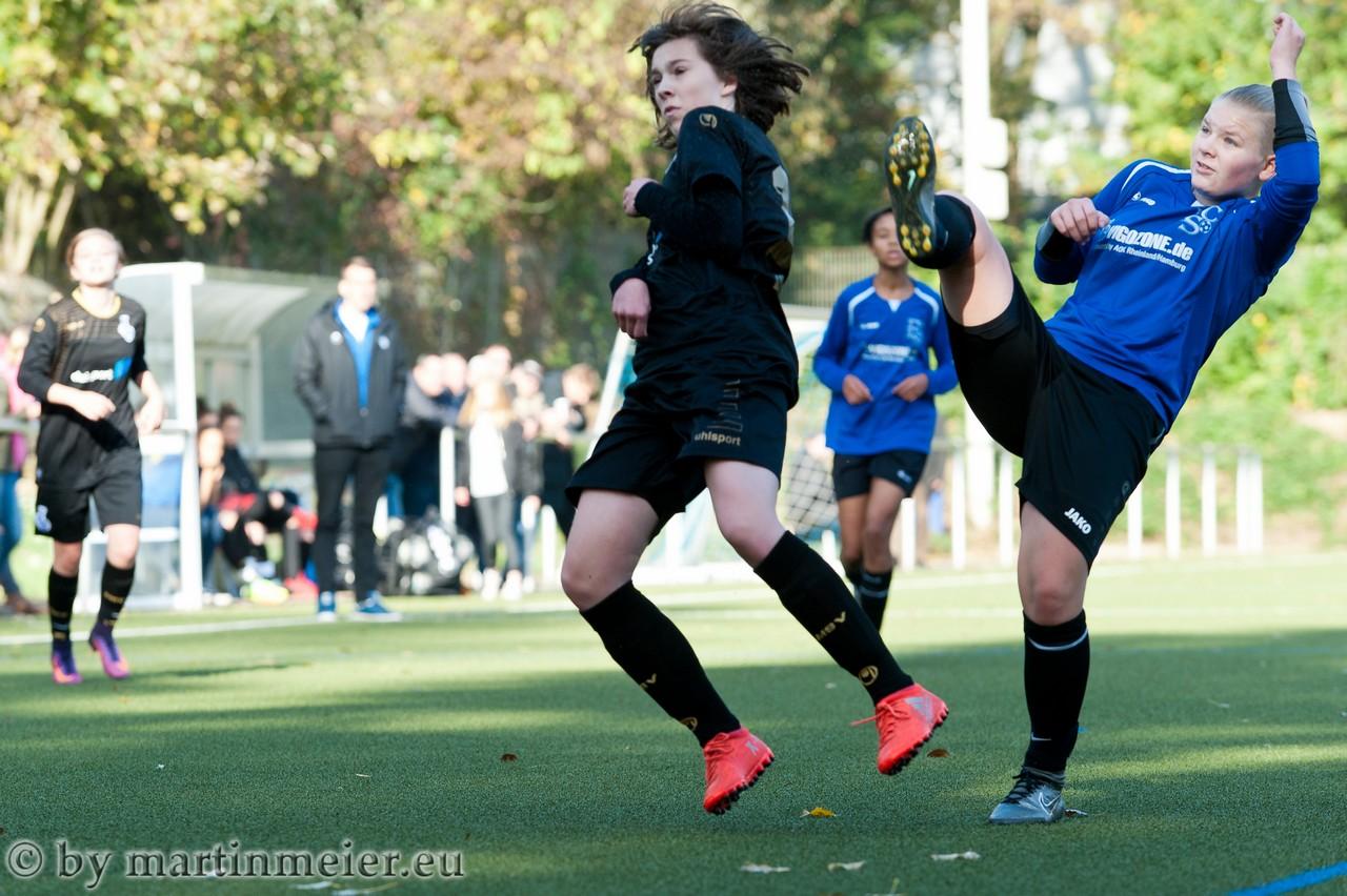 Hoch das Bein - Ruppig ging es im Spiel zwischen den Zebras und dem FSC Mönchengladbach zu