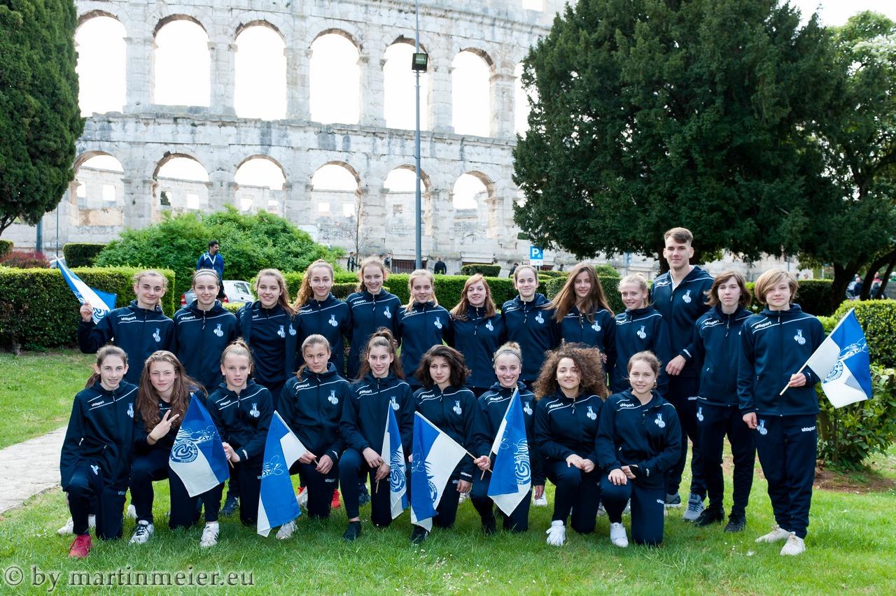 Die U16 Zebras des MSV Duisburg bei der Eröffnung des 20. Istria Cups 2017 vor dem römischen Amphietheater von Pula