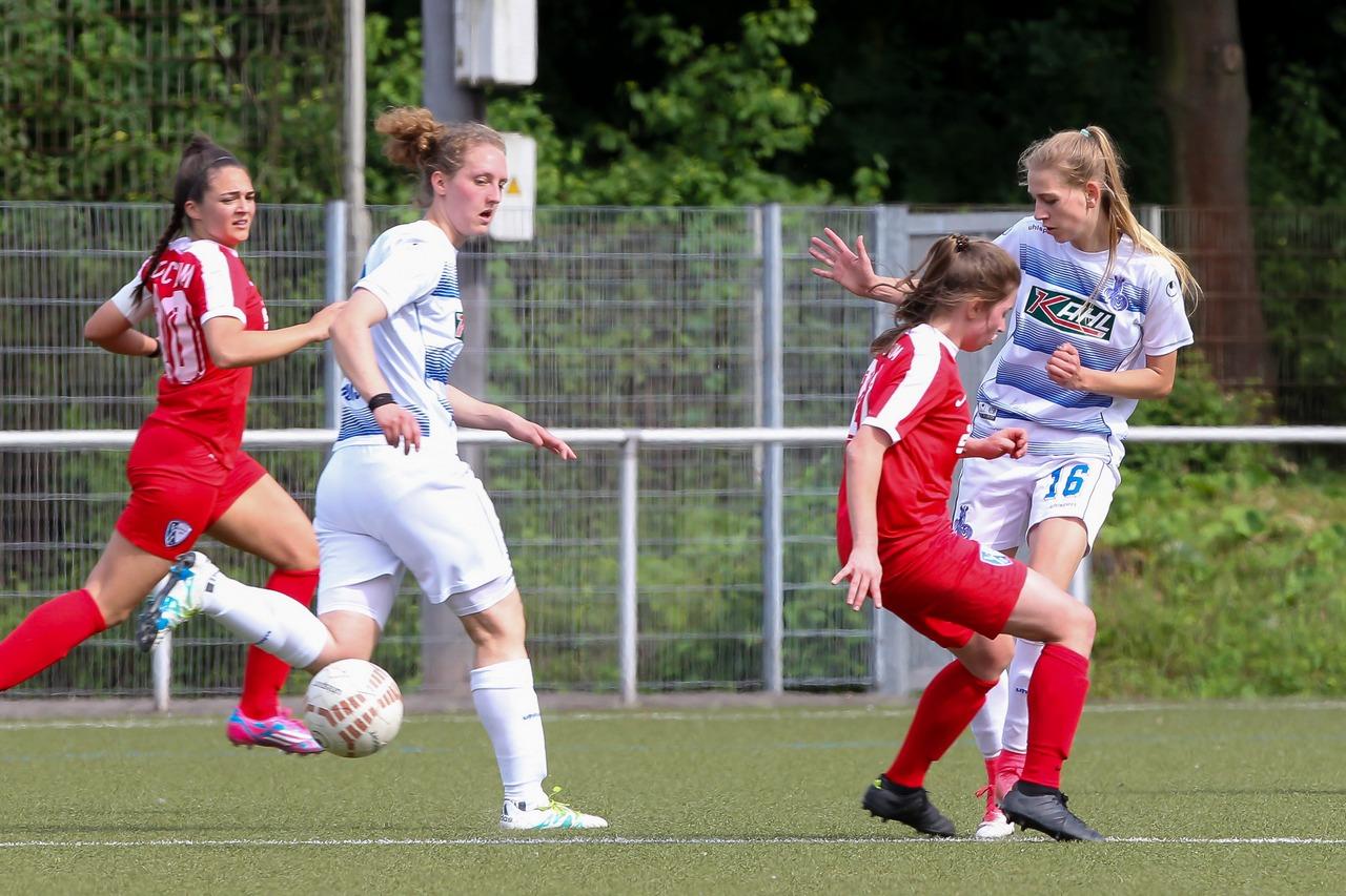 Zweikampf zwischen dem VfL und dem MSV