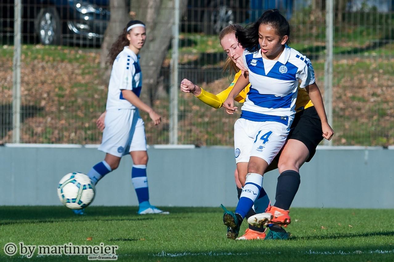 Jaqui Coenen(MSV) behauptet den Ball vor ihrer Gegenspielerin