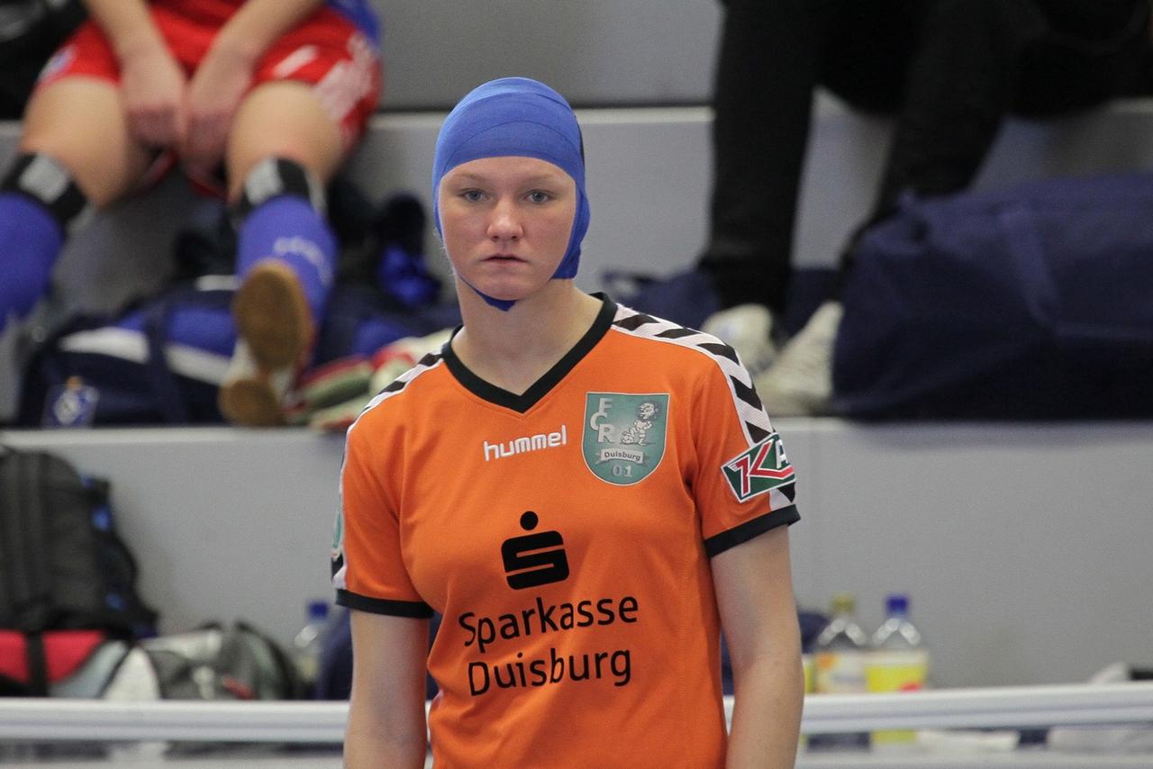 Brummschädel - Alex Popp erinnert sich nur mit Schmerzen an ihren Auftritt mit dem FCR 01 Duisburg beim Turnier in Jöllenbeck