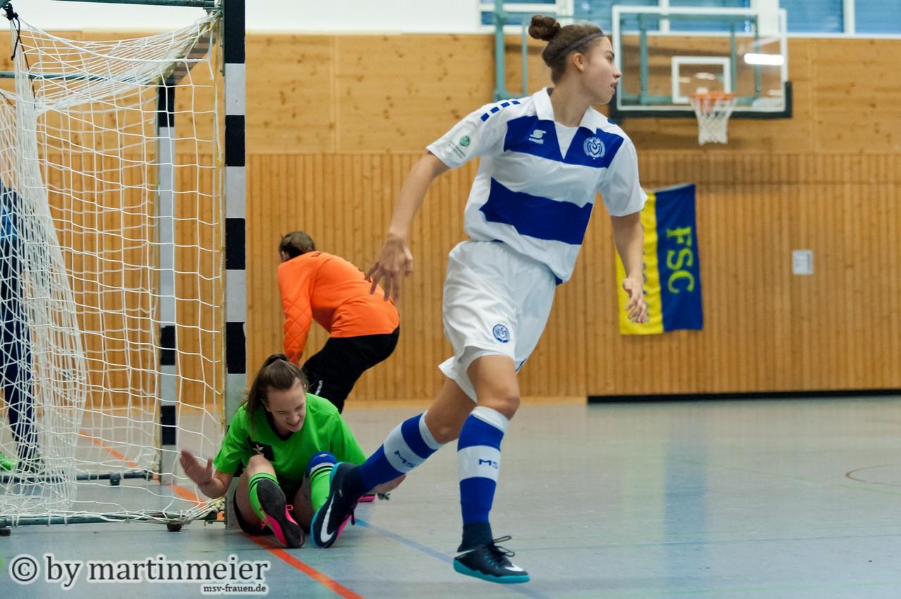 Geht gut los - Nola Wockenfuß (MSV) trifft im ersten Turnierspiel zum 1:0