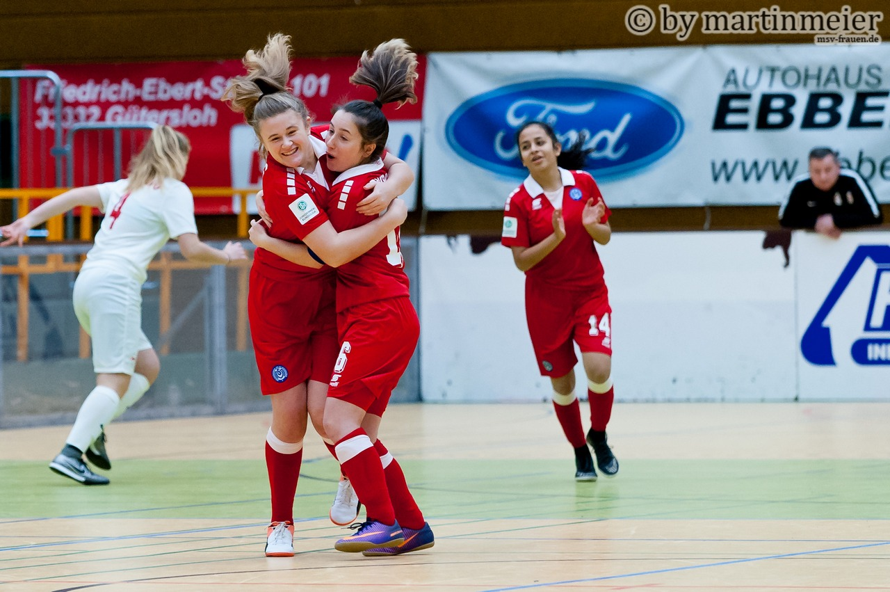 Hammertime! Celine Harrer und Melisa Esen(MSV) feiern Celines Traumtor gegen Leipzig