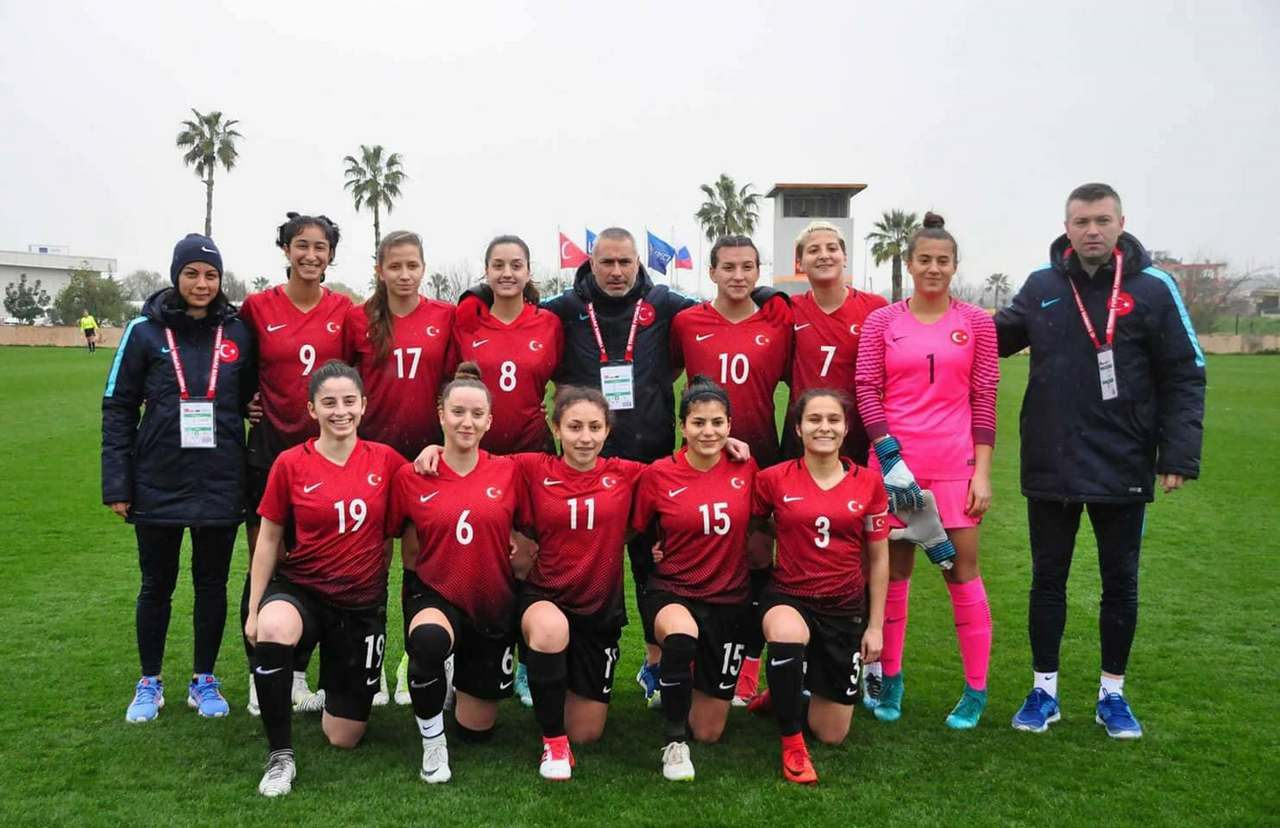 Ready for Ireland - Die U19 Auswahl der Türkei mit Sabiha Uyaner - Foto: Alkim Karantay