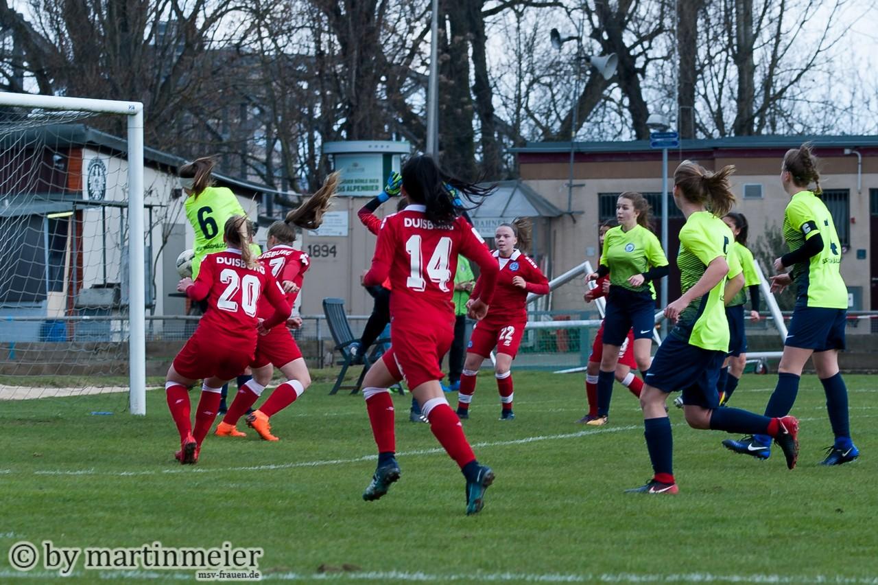 Auf den letzten Drücker - Naomi Gottschling trifft im ersten Spiel in der Nachspielzeit zum 2:1