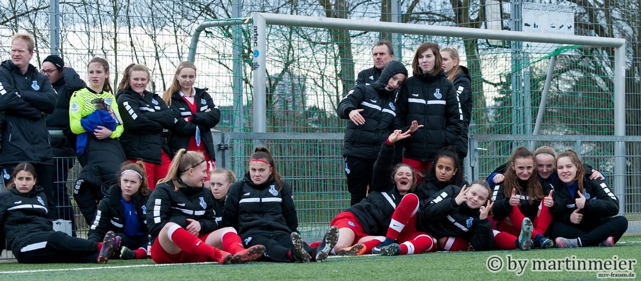 Jubelzebras - Unglaubliche Freude herrschte bei dem MSV-Mädchen nach dem ersten Saisonsieg