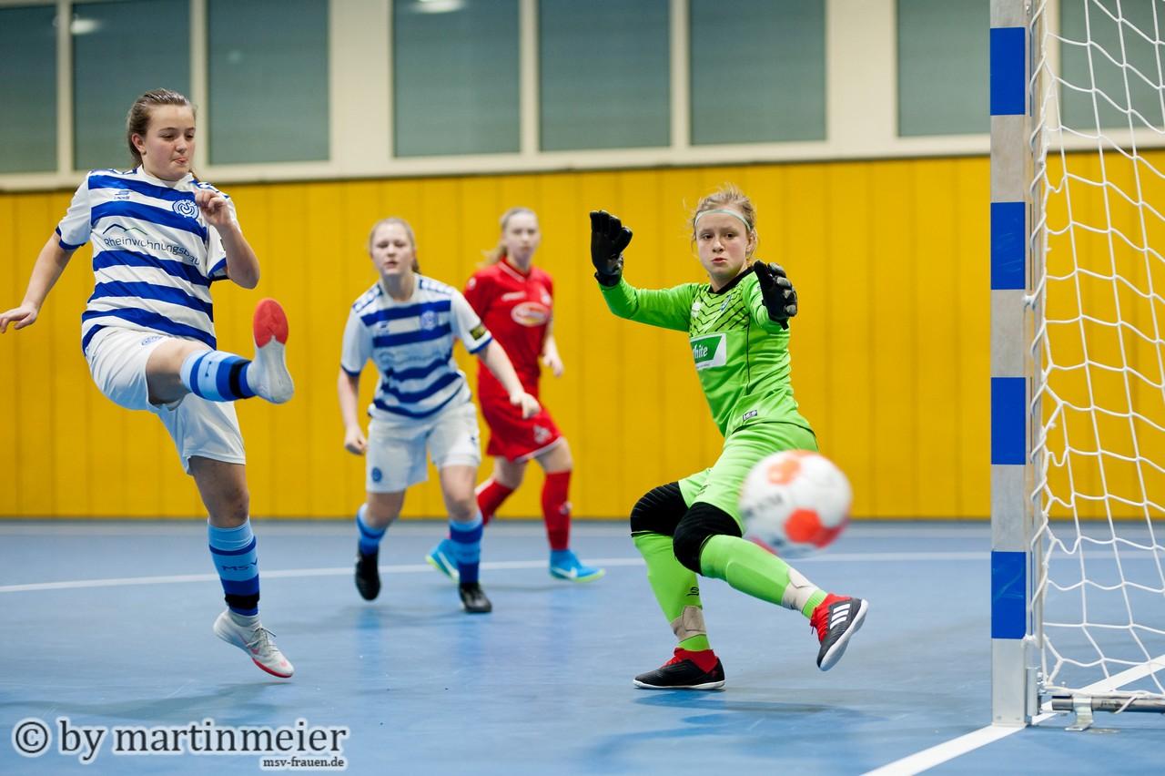 Starker Endspurt - Mit einem guten, zweiten, Turniertag sicherten sich die U15 Mädchen des MSV noch Platz 7 bei den Westdeutschen Futsal-Meisterschaften