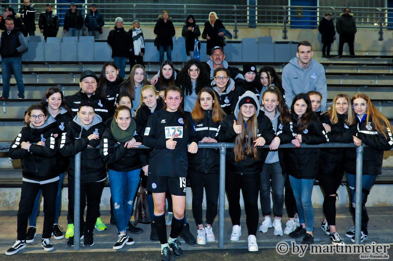 Eine von uns - Die U17-Mädels des MSV mitsamt ihrer Matchwinnerin Toni Halverkamps