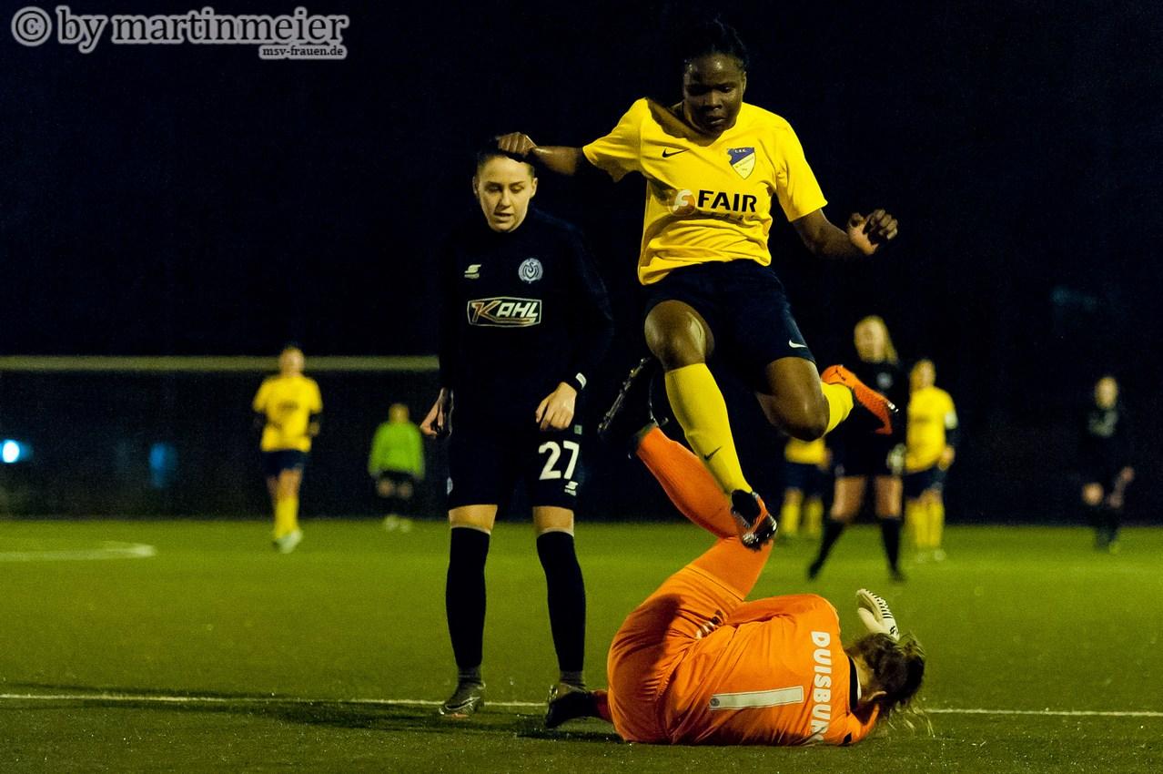 Höchste Gefahr - FC Topscorerin Lidia Nduka führt mit 25 Treffern die Torschützenliste der Niederrheinliga an
